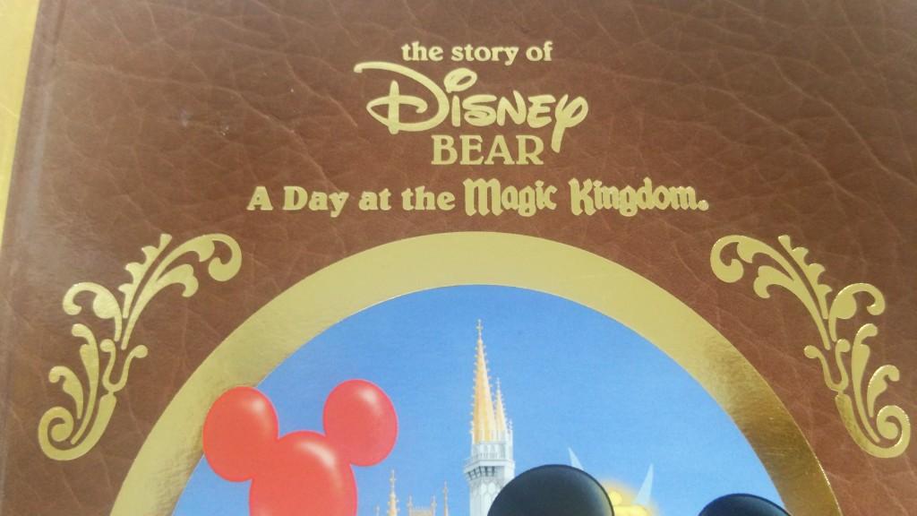 ダッフィー誕生の別設定。ミニーがミッキーのために作った、という設定以前のディズニーベア。海外ディズニーベア時代のダッフィー。魔法をかけられる前は今のダッフィーと比べるとそうとう違いました♪