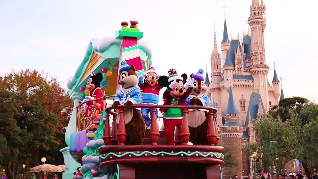 TDLクリスマス・ファンタジー「クリスマス・ストーリーズ」スタッフインパレポート。人気キャラが大集合のメインフロートの動画も♪
