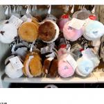 寒い季節にあると嬉しい、パーク限定のイヤーマッフルをご紹介!マカロンのような可愛い耳あてでしっかり防寒対策しましょう♪タウンセンターファッション、フィガロズ・クロージアーで販売!