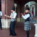 TDL「ジップンズーム・ガイドツアー」スタッフインパレポ♪パントマイム・トーク・バイオリンが大人気のアトモスフィアです!動画追加!