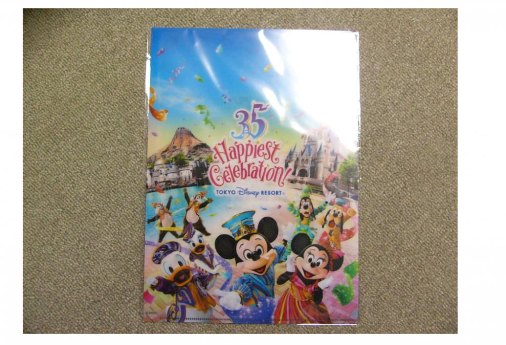 東京ディズニーリゾート35周年記念グッズに実写アイテムが仲間入り!35周年コスチュームのキャラクターがキュートです♪8月1日発売!