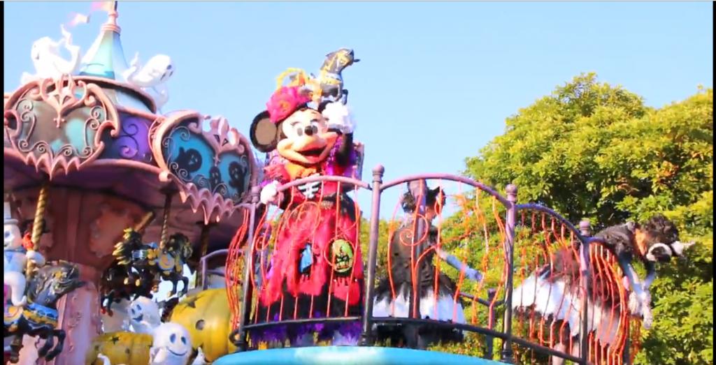 """TDLディズニーハロウィーン「スプーキー""""Boo!""""パレード」スタッフインパレポ♪雨の日でも通過バージョンが楽しめます!動画追加!"""